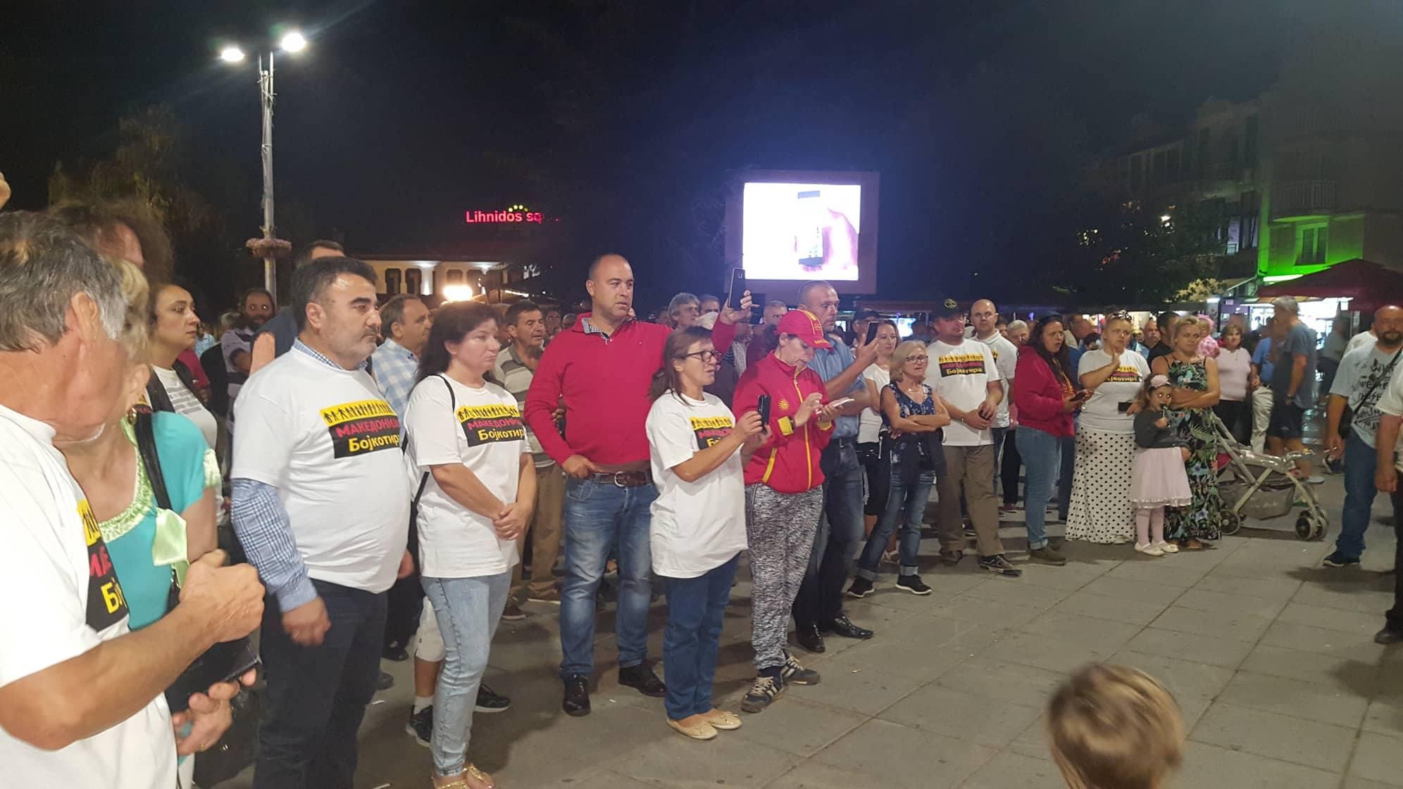 """(ФОТО) """"Македонија - Бојкотира"""" од Дебарца, Вевчани, Струга и Охрид: Нека не следат и прислушкуваат само да не ни го скршат духот"""