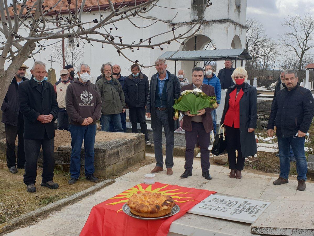 Бачев на гробот на Методија Патче: Никогаш нема да ја предадеме крвта на илјадници Македонци и Македонки кои ја пролеаа за Македонија